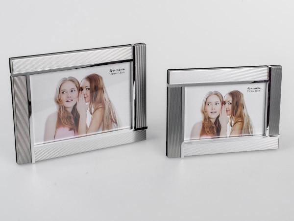 Fotorahmen 10x15cm Silber - Streifen die Streifen sind in verschiedenen Richtungen verarbeitet, wodu