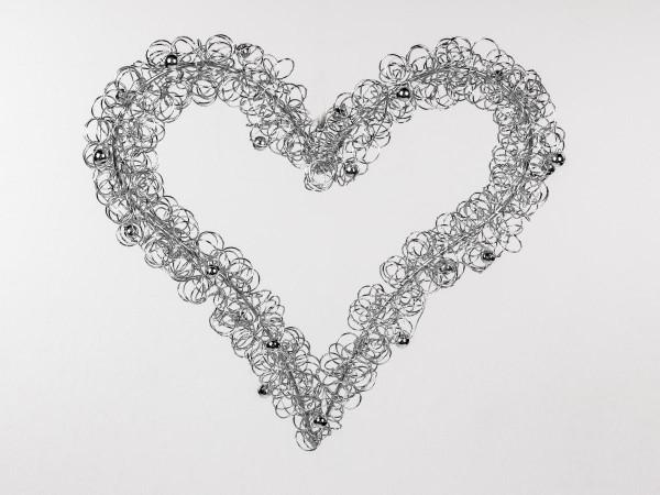 Formano Hänger Herz 24cm aus silbernem Draht mit silbernen Kugeln verziert